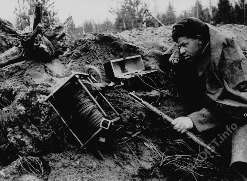 Радист на линии связи, 1943 г.