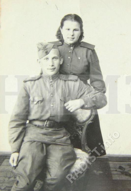 Радистка 88 отдельного морского полка связи Рикунова Вера и однополчанин Шорин Виктор. Чехословакия, 10 июля 1945 г.
