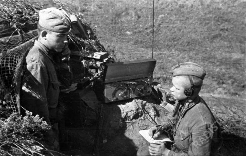 Радисты 38 армии в землянке, 1942 г.