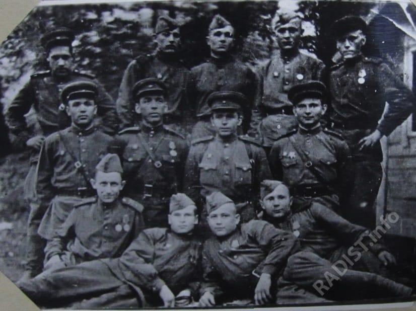 Радисты 693 отдельной роты связи 232 стрелковой дивизии. 1943-1946 гг.