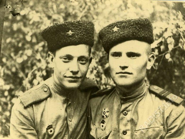 Радисты 75 гвардейского полка Н. Усовиков и Н. Рыжиков 1941-1945 гг.
