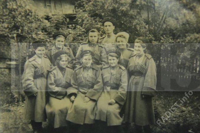 Радисты батальона связи 9 Краснодарской Пластунской дивизии 18 Армии, июнь 1945 г.