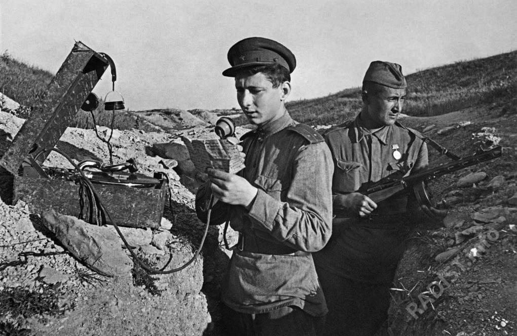 Радисты в окопе, 1943 г.