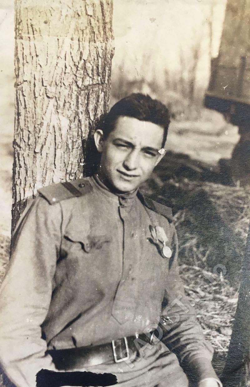 Рассказов Николай Константинович, радист. Снимок после 1943 г.
