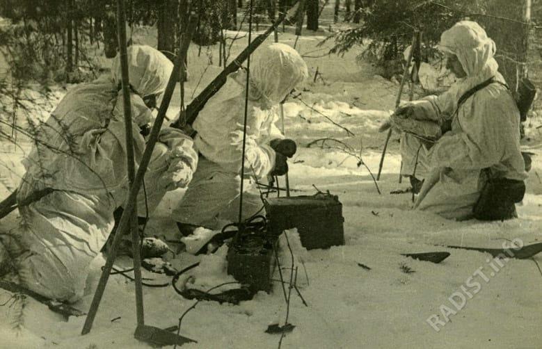 Разведчики и радисты в тылу противника. Западный фронт, февраль 1942 г..