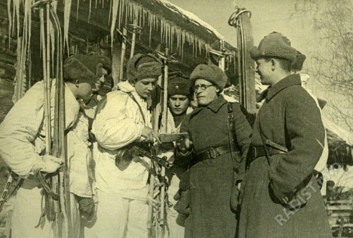 Разведчики и радисты в тылу противника. Западный фронт, февраль 1942 г.