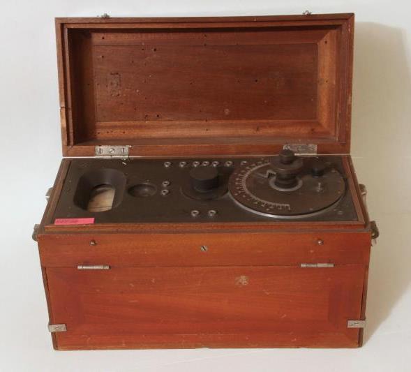 Резонансный волномер. №168. Тип ВГ 1913 год. Предел измерения 0-180. Радиотелеграфное депо Морского ведомства. Металл, дерево, эбонит, стекло