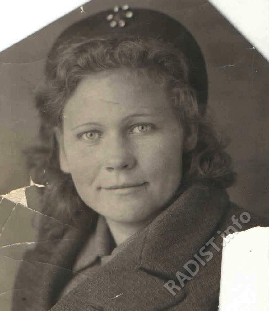Серафима Яковлевна Шкуль (Сартасова), ефрейтор, радист, 1940 г.