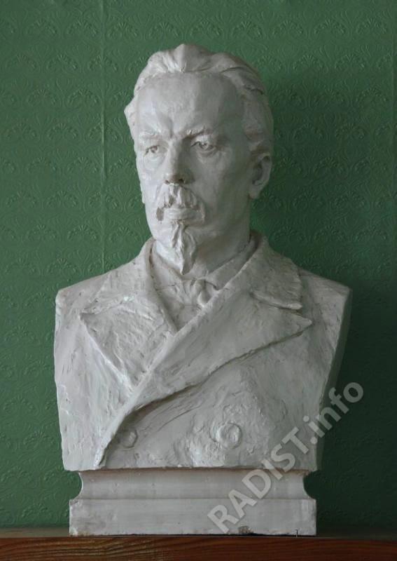 Скульптурный портрет - бюст А.С. Попова. Скульптор В.Н. Мурашов. Гипс, краска, 1959 г.