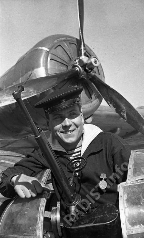 Солдатенко Василий Герасимович, младший сержант стрелок-радист 80-й отдельной авиаэскадрильи ВВС ЧФ, участник обороны Севастополя 1941-1942 гг. Севастополь, 21 марта 1942 г.