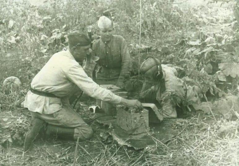 Связисты 196 гв. артполка 89 сд. Под Белгородом, 1943 г.
