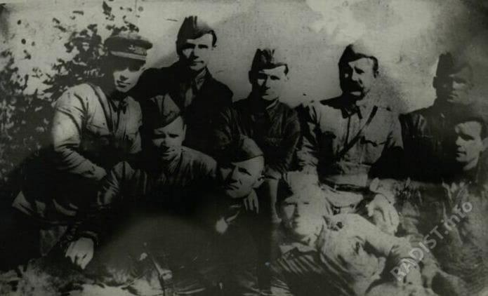 Связисты 334-ой стрелковой дивизии. В районе Торопца, 1943 г.