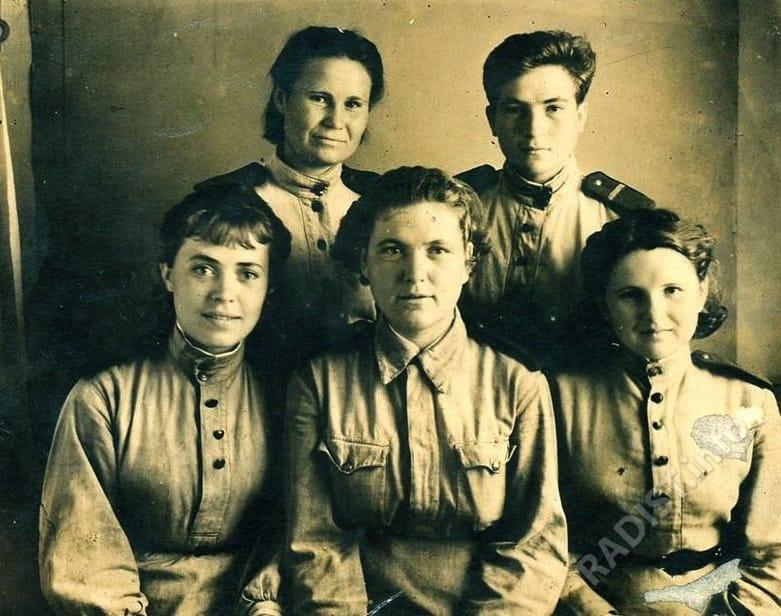 Связисты 630-го зенитно-артиллерийского полка. Крайняя справа - Смирнова (Спирина) Лидия Александровна , 20 сентября 1943 г.