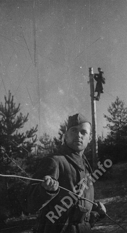 Связисты Ленинградского фронта восстанавливают линию связи, 1941-1945 гг.