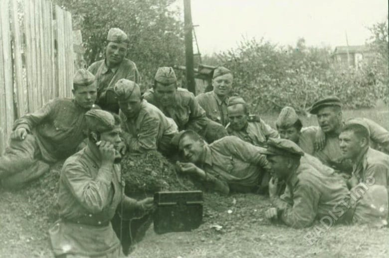 Связисты и артиллеристы 196 гв артполка. под Белгородом, август 1943 г.