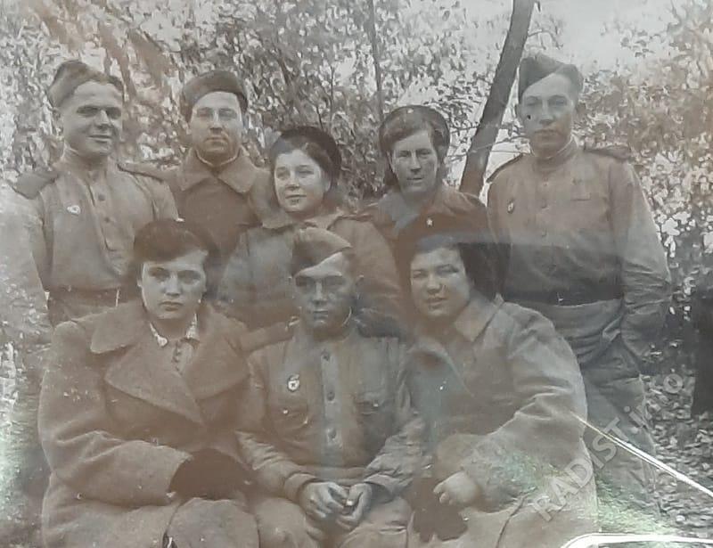 Связисты под Будапештом (1-я Опанасенко, 3-я Манеева, 4-я Денисова, 5-й Смирнов), 1944 г.