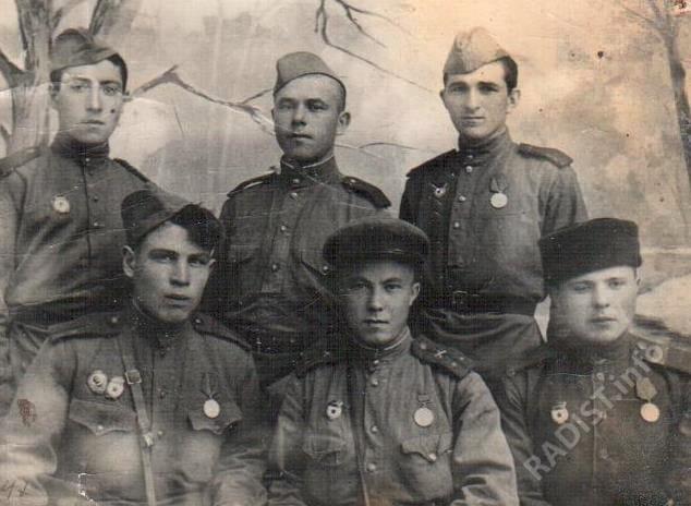 Связисты-разведчики, участники боев в освобождении п. Чертково от немецко-фашистских захватчиков, 1943 г.