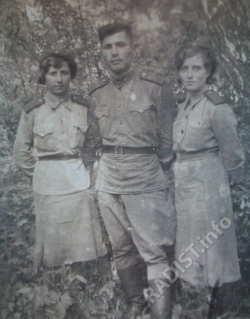 Связисты, третья Ющева Анна Ивановна. Воронежская область, станция Терновка, 1943 г.
