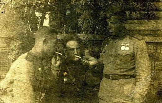 Связисты. Слева направо - Григорий, Александр, Александр. Село Коломенское, 1944 г.