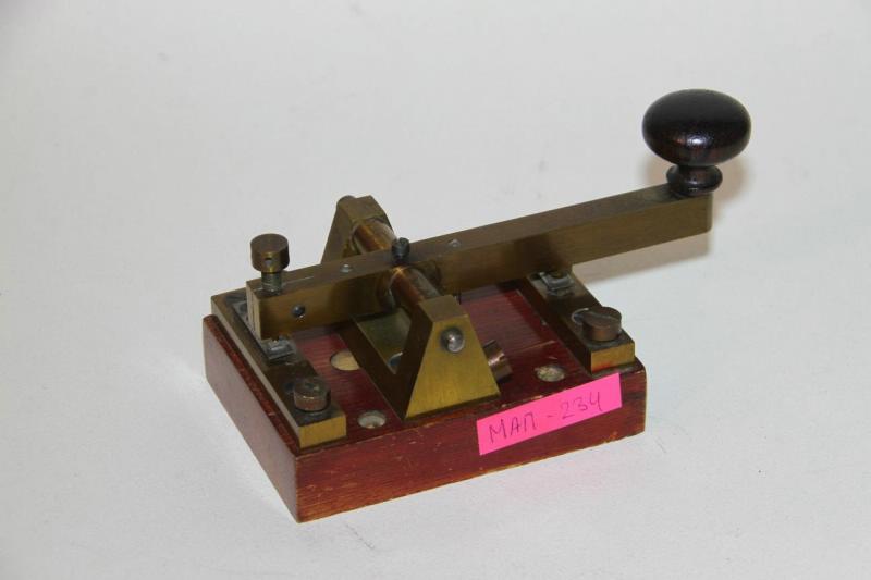 Телеграфный ключ П.Н. Рыбкина. Металл, дерево, эбонит
