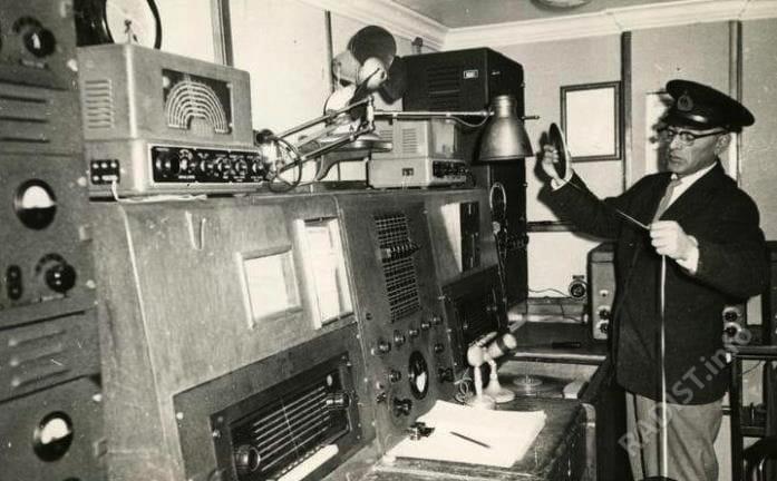 Теплоход «Адмирал Нахимов». Радиорубка. Радист Ярошевский Михаил Наумович, приблизительно 1970-е гг.