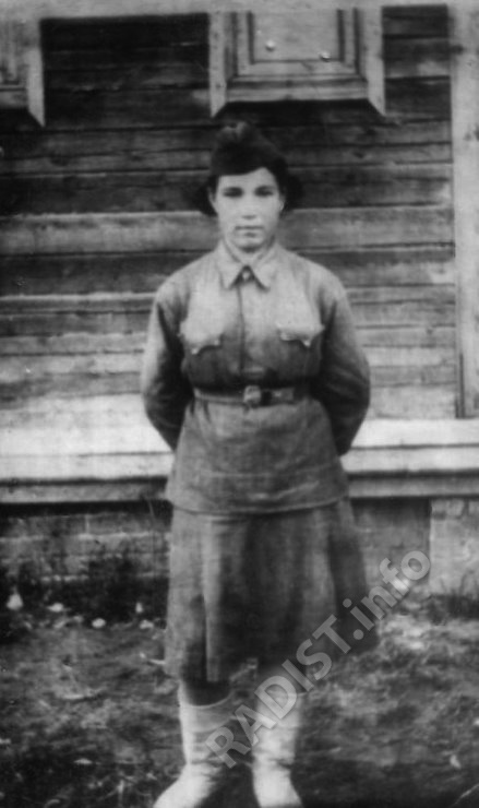 Тимина Надежда Васильевна, радиотелеграфист 96-й полк связи при штабе 50-й Армии 2-го Белорусского фронта, сентябрь 1942 г.