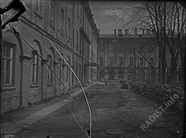 Здание Минного офицерского класса (МОК), Кронштадт. Снимок предположительно 1900 г.