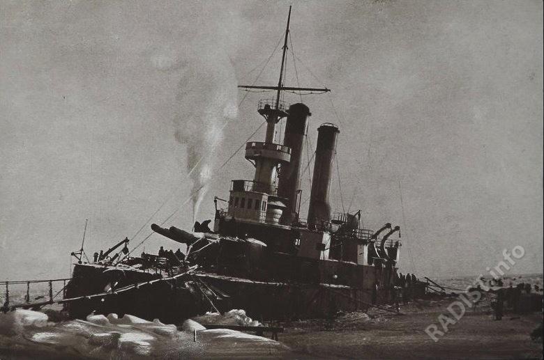 Броненосец береговой обороны «Генерал-Адмирал Апраксин» на камнях у о. Гогланд. 13.11.1899 г.