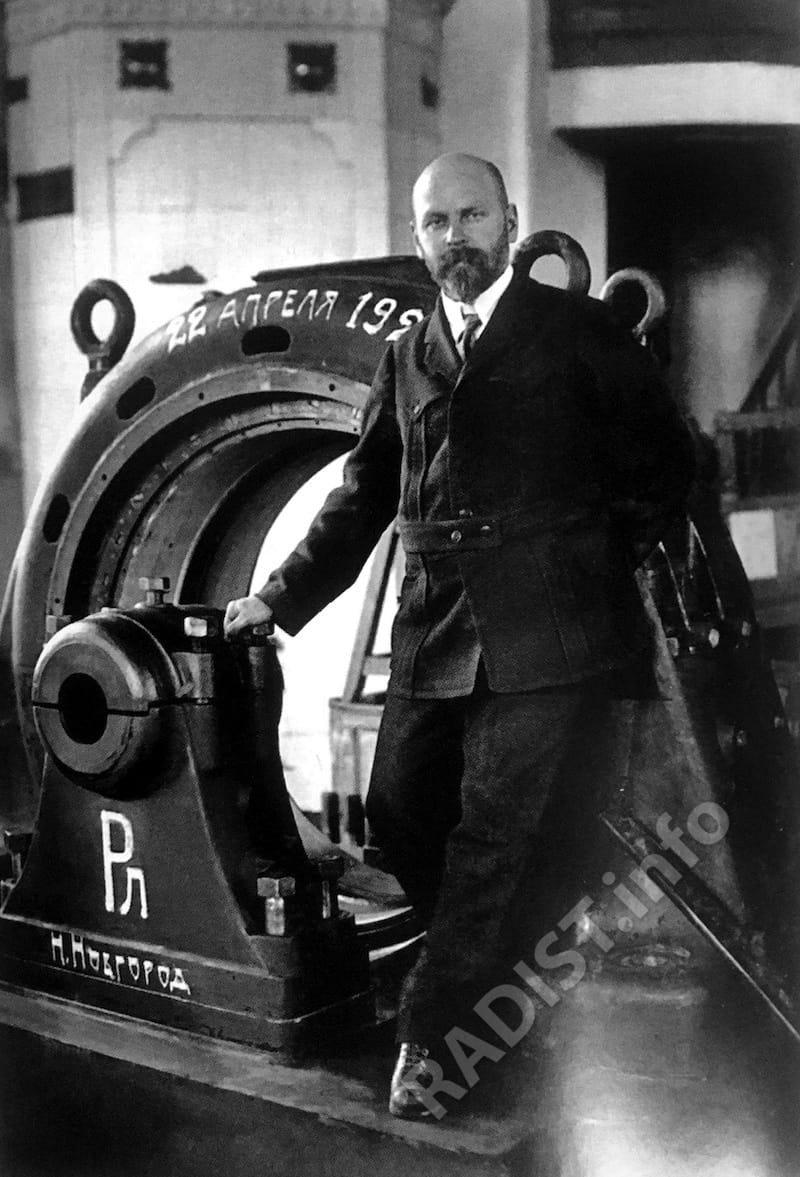 В.П. Вологдин у статора машины высокой частоты 150 квт. Нижегородская радиолаборатория, г. Нижний Новгород, апрель 1923 г.