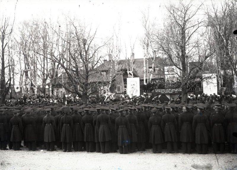 Открытие памятника А.С. Попову в Кронштадте, 12 мая 1945 г.
