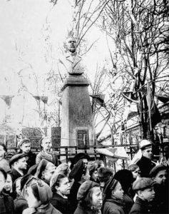 Памятник А.С. Попову в Кронштадте