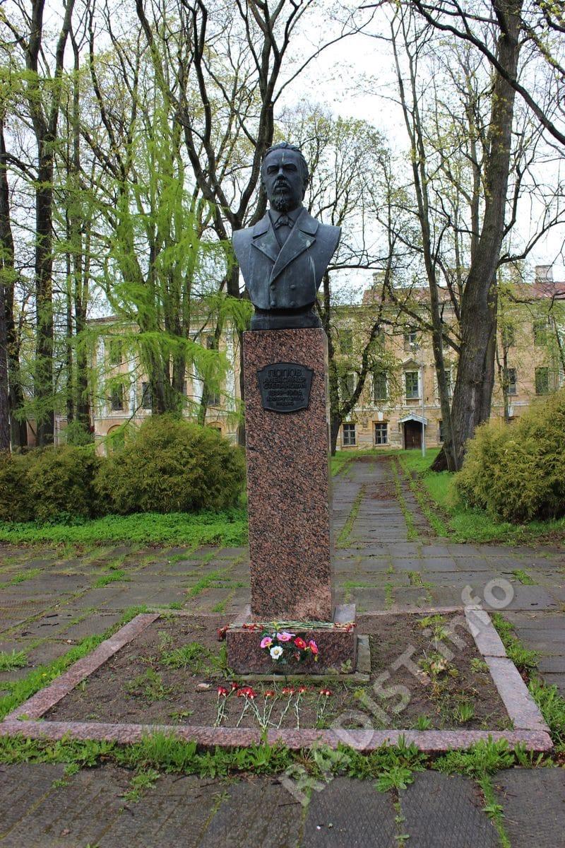 памятник Попву в Кронштадте