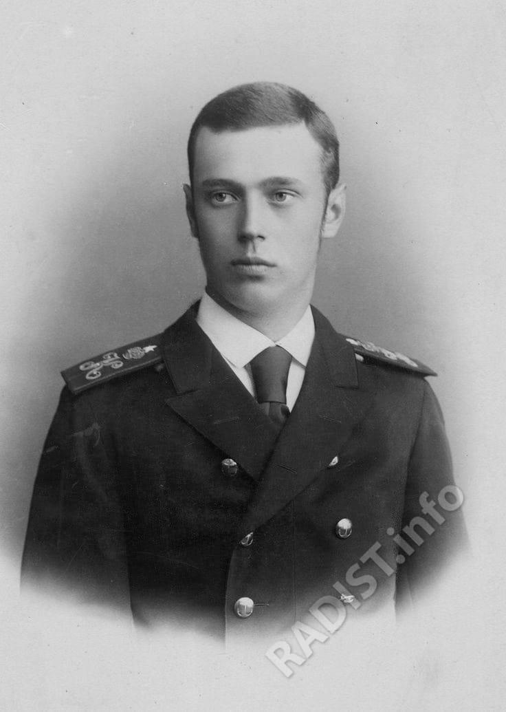 Великий Князь Георгий Александрович (младший брат Императора Николая ІІ). Выпускник Минного офицерского класса, окончил его в 1890 году.